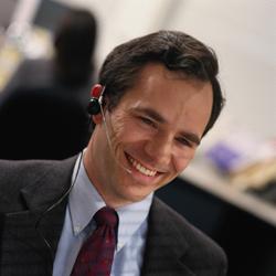 Doblar los objetivos monetarios de los telefonistas, la clave para mejorar la atención en los call centers