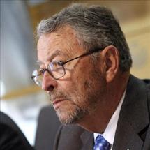 Oliart pone a disposición del Parlamento su cargo como presidente de RTVE