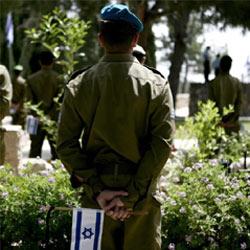 """200 soldados israelíes se rinden a los """"encantos"""" de una espía de Hizbulá en Facebook"""