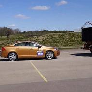 Volvo se estrella en la demostración de un sistema de prevención de accidentes