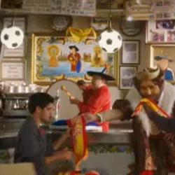 """Burger King aúpa a """"la roja"""" con la bufanda de Manolo """"el del bombo"""""""