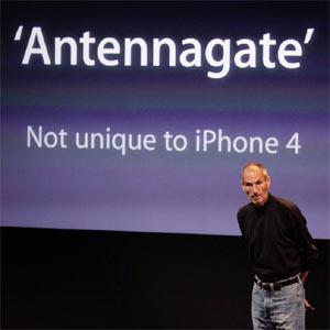 Las explicaciones de Jobs sobre los fallos del iPhone 4 no apaciguan los ánimos de los usuarios