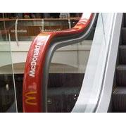 La publicidad coloniza los pasamanos de las escaleras mecánicas