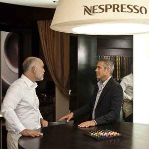 George Clooney y John Malkovich saborean de nuevo café Nespresso ante las cámaras