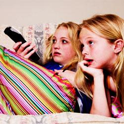 Los jóvenes de la era de internet siguen viendo la televisión