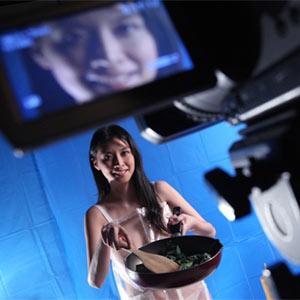 Una cocinera desnuda desata la pasión por los fogones de los telespectadores de Hong Kong