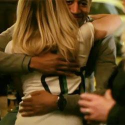 Heineken celebra su millón de fans en Facebook con abrazos