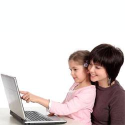 Los padres, preocupados por las andanzas de sus hijos online, pero poco implicados en su protección