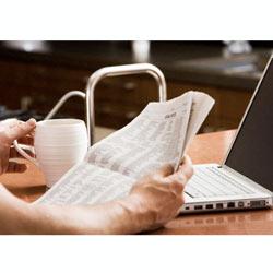 Quien navega por internet, apenas lee la prensa escrita por las mañanas