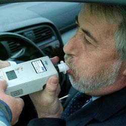 ¿Adiós a las aplicaciones móviles que avisan a los conductores de los controles de alcoholemia?