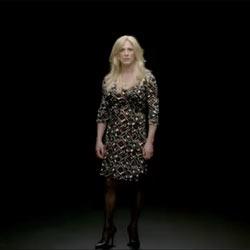 Daniel Craig cambia de sexo en una nueva campaña publicitaria