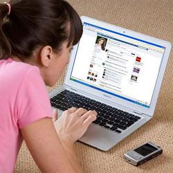 Los jóvenes no se fían de las marcas en Facebook