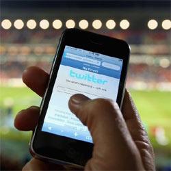 Los usuarios se rebelan contra la publicidad en la nueva aplicación para el iPhone de Twitter