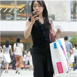 El 50% de los consumidores consulta el móvil para hacer sus compras