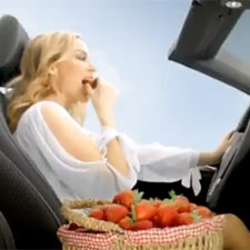 Kylie Minogue llena de glamour el nuevo Volkswagen Golf Cabrio