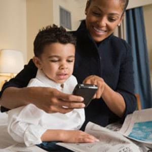 Las madres, cada vez más aficionadas a sus smartphones