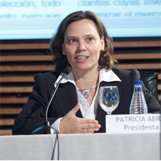Patricia Abril, reelegida presidenta de la aea