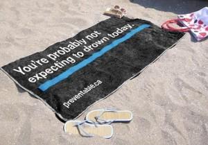 10 refrescantes anuncios en toallas: la publicidad toma la playa
