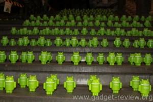Miles de pequeños androides verdes capitaneados por HTC invaden una estación de trenes de Bélgica