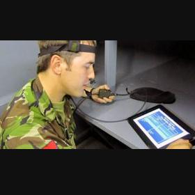 Singapur añade un dispositivo vital en el armamento de sus soldados: un iPad