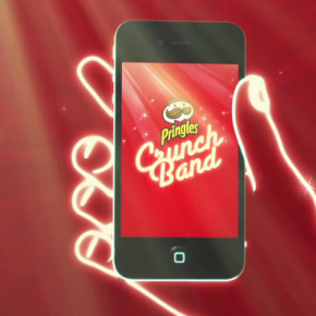 Pringles convierte los Smartphones en guitarras y baterías