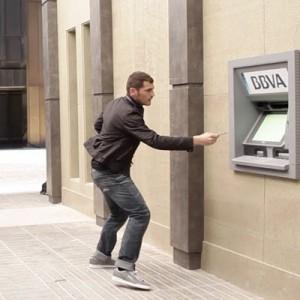 Iniesta y Casillas mueven el mundo con BBVA