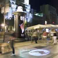 Tres sprays gigantes promocionan en Madrid la película de Burn