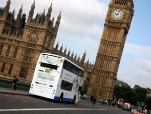 Los míticos autobuses londinenses, soporte para la nueva campaña de Google Transit