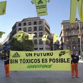 Greenpeace encuentra sustancias tóxicas en las prendas de 14 importantes marcas de moda