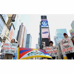 La agencia estatal china Xinhua levanta una polvareda de críticas tras comenzar a anunciarse en Times Square