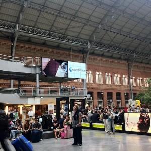 La publicidad exterior digital da un paso más en la Estación de Atocha de la mano de Comfresa