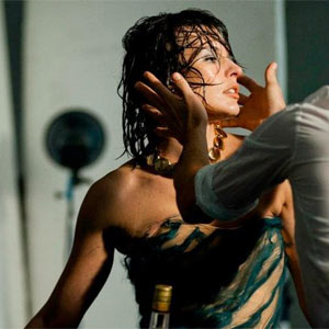 Campari ofrece un aperitivo de su nuevo calendario, protagonizado por Milla Jovovich