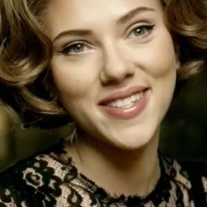 Dolce & Gabbana vuelve a los años 50 de la mano de Scarlett Johansson