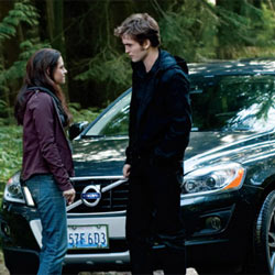 Volvo se deja morder por los vampiros de la saga