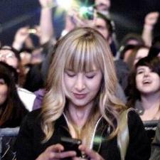El smartphone sustituye al mando en las manos de los consumidores mientras ven la TV