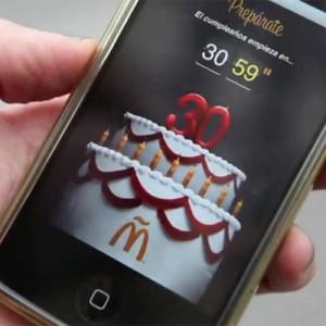 La Plaza de Callao se llena para soplar las velas de la tarta de cumpleaños virtual de McDonald's