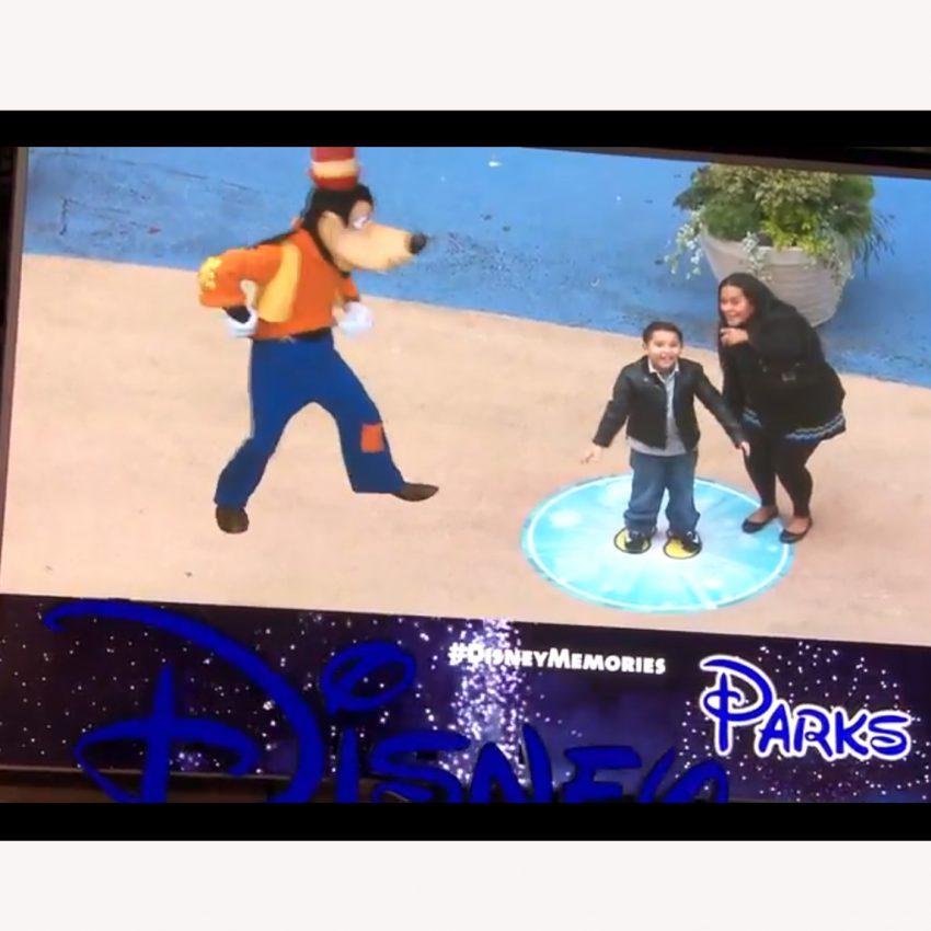 Los personajes de Disney llevan la magia de la Navidad a Times Square