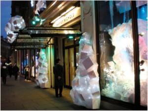 Los escaparates navideños atraen a los consumidores para realizar sus compras estas fiestas