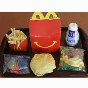 McDonald's, multado por alentar malos hábitos en los niños con los 'Happy Meal'