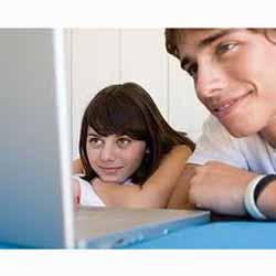 Movistar, Telepizza y Zara, las marcas con mejor gestión online según los universitarios
