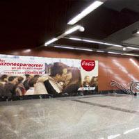 """Coca-Cola invita a los madrileños a """"vestir"""" la céntrica estación de Sol con razones para creer"""