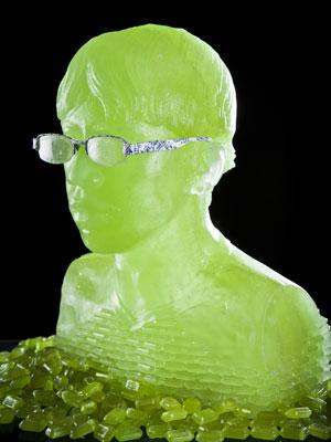 Escultura creada con Halls Uva Verde