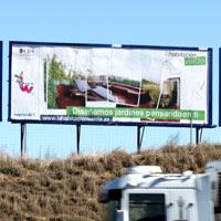 Un jardín en una valla publicitaria
