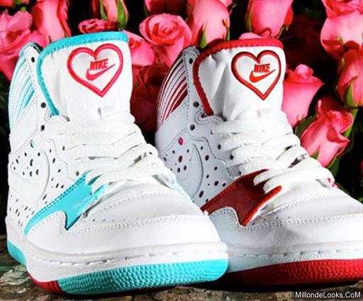 Nike предлагает отметить этот праздник покупкой кроссовок из новой...