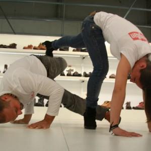 Los tacones flexibles de Callaghan dan hasta para hacer Capoeira