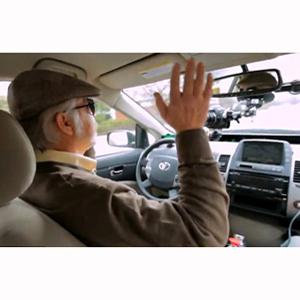 Google pone a prueba su coche automático dejándolo en manos de un invidente