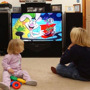 A los niños europeos la 'tele' todavía les encanta