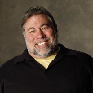 Steve Wozniak, co-fundador de Apple, está en primera línea de las largas colas para conseguir el nuevo iPad