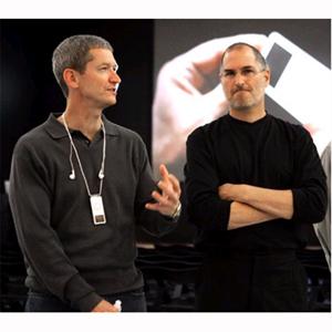 Tim Cook es mejor valorado por los empleados de Apple que Steve Jobs