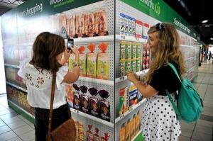 En Australia los supermercados son virtuales y las compras se hacen con el móvil en la mano
